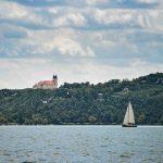Velero en el lago de Balatonfüred